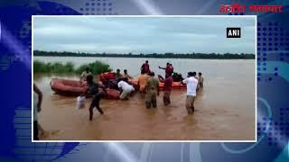 video : बाढ़ के पानी में फंसे 55 लोगों को बचाया गया