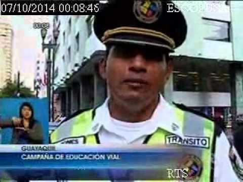 Campaña CTE en centro de Guayaquil para respetar las leyes de tránsito para peatones y conductores