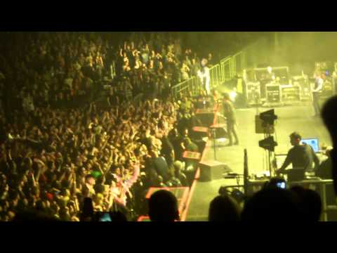 Green Day - When I Come Around @ Barclay's Center Brooklyn
