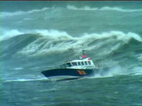 Pilot boat Pathfinder in Storm force 10 with 8m seas