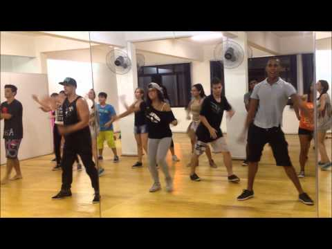 Academia de Dança Movimento S.A - Pharrell Williams Happy - Thiago Oliveira