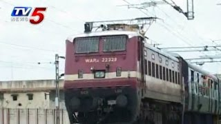 Guntakal Railway Division Employees Opposes Merge with Visakha Zone : TV5 News - TV5NEWSCHANNEL