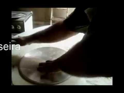 Máquina de abrir massa de pizza.flv