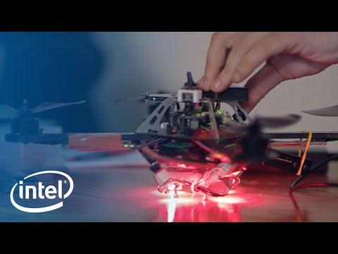 Podniebny taniec 100 dronów Intela.