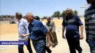 بالصور والفيديو.. رئيس مدينة إسنا يتابع توريد القمح للمطحن بجنوب الأقصر