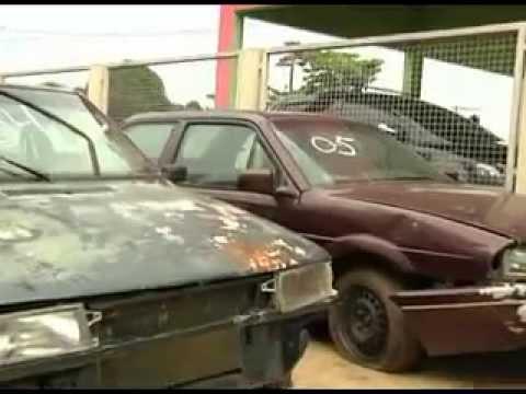 Detran realiza leilão de motos e carros