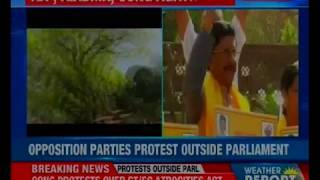 TDP, AIADMK & Cong MPs protests outside Parliament over Cauvery Water crisis, AP special status - NEWSXLIVE