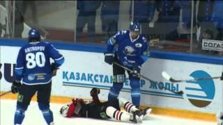 بالفيديو.. لاعب هوكي جليد روسي يتعرض لإصابة خطرة في الرأس