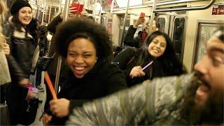 رقص وأغاني في مترو نيويورك «زي عندنا بالظبط»
