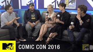 Eddie Redmayne Lead Fans in Some Spells | Comic Con 2016 | MTV - MTV
