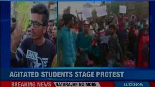 Students in Mumbai protest demanding jobs in railways, local train services affected - NEWSXLIVE