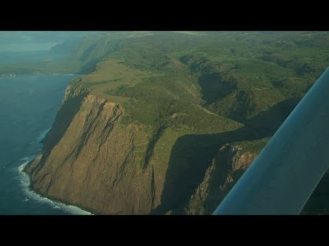 Complete flight along the highest seacliffs of the world from Molokai to Maui