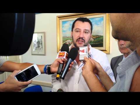"""Caltagirone. Matteo Salvini a tutto campo: """"ai 4.000 immigrati clandestini del CARA di Mineo telefonini e ipod ultimo modello, parabole e ...contrabbando!"""" ,"""