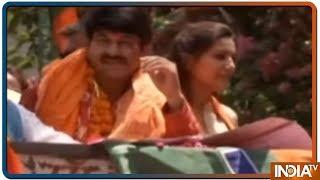 Sapna Chaudhary का बीजेपी रोड शो में दिखा जलवा, Manoj Tiwari संग यूं आईं नजर - INDIATV