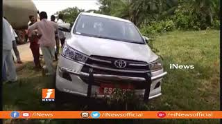 Telangana Speaker Madhusudhana Chary Escapes In Road Mishap | iNews - INEWS