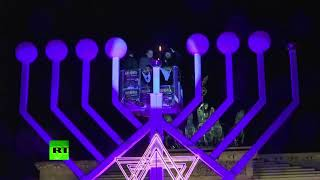 Hanukkah menorah lit in Berlin amid pro-Palestinian protest in city - RUSSIATODAY