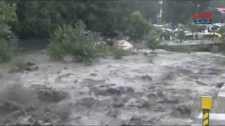Heavy rains lash Himachal | Flash Flood Washes Away Vehicles In Himachal Pradesh | CVR NEWS - CVRNEWSOFFICIAL