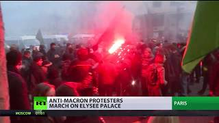 Reform backlash: Anti-Macron protesters march on Elysee Palace - RUSSIATODAY