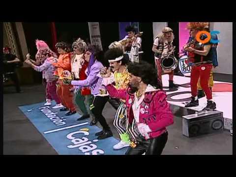 Sesión de Preliminares, la agrupación Los Superpop (chirigota ochentera) actúa hoy en la modalidad de Chirigotas.