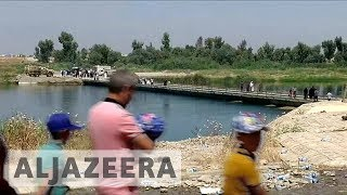 Mosul refugees return home through new bridge after conflict - ALJAZEERAENGLISH