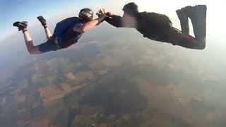 آلة تصوير تسقط من علو 3000 متر وتبقى سليمة (فيديو)