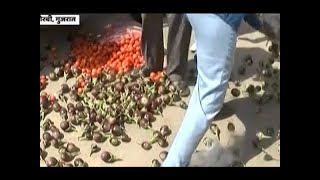 Ghanti Bajao: Farmers spill produce outside Collector's office in Gujarat - ABPNEWSTV