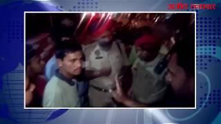 video : एटीएम से दोस्त के पैसे निकालने वाले युवक की पिटाई