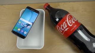 ¿Que pasa si sumerges un Samsung Galaxy S7 en Coca Cola?