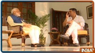 Akshay Kumar को PM Modi ने सुनाई बचपन की कहानी, कहा आम खरीदना भी परिवार के लिए था एक Luxury - INDIATV