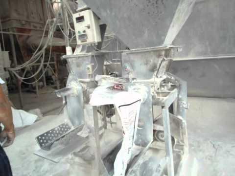 Llenado de sacos valvulados de PP con costura.AVI
