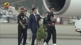 PM Modi Receives Japanese PM Shinzo Abe, Wife Akie Abe At Ahmedabad Airport | Mango News - MANGONEWS