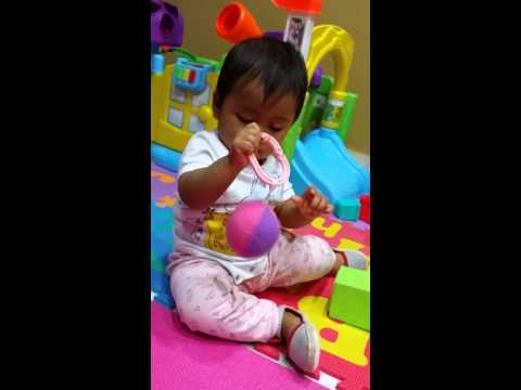 (Haifa Daniya) 8mth 5days- play with ball