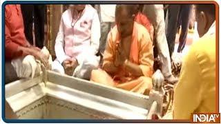 CM Yogi Adityanath offers prayer at Kashi Vishwanath Temple in Varanasi - INDIATV