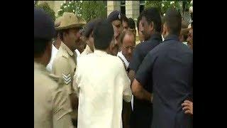 Congress MLA Pratap Gowda reaches Vidhan Sabha ahead of assembly floor test - ABPNEWSTV