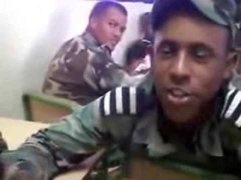 Guardias dominicanos parodiando rap de Lapiz Conciente Mami