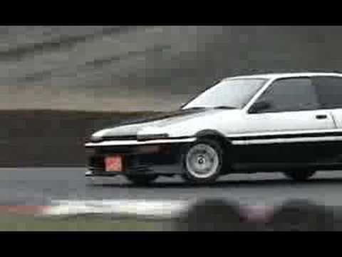Japanese classic car drifting Toyota AE86 Nissan Skyline sedan DR30