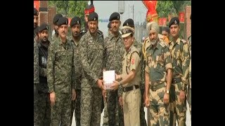 Jashn-e-Azaadi : Indian army shares sweets with its Pakistani counterpart - ABPNEWSTV