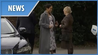 Meghan Markle's bump as she arrives at children's care home - THESUNNEWSPAPER