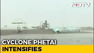 Cyclone Phethai Makes Landfall At Andhra Pradesh's Katrenikona - NDTV