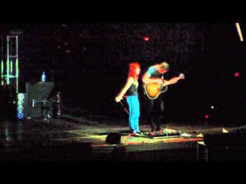 Paramore (Live) - In The Mourning / When it Rains (Brasilia - 16/02/2011) HD