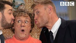Mammy gives Freddy Flintoff cricket tips - BBC - BBC