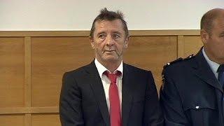 عازف استرالي يخضع للمحاكمة في نيوزيلاندا بتهمة حيازة المخدرات