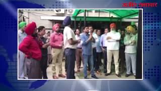 video : पंजाब सिविल सचिवालय के कर्मचारियों ने खाली बर्तन लेकर मांगी भीख
