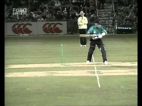 Brett Lee dismisses Adam Parore hit wicket 3rd ODI 2000