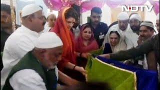 कंतित शरीफ की दरगाह पर प्रियंका ने चढ़ाई चादर - NDTVINDIA