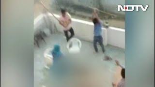 गुरुग्राम में क्रिकेट खेलने को लेकर हुआ विवाद, भीड़ का परिवार पर हमला - NDTVINDIA