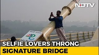 People Risk Lives To Click Pictures At Delhi's Signature Bridge - NDTV