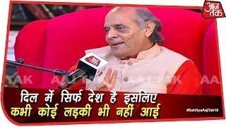 साहित्य आजतक: कविताओं की धार से हरिओम पंवार ने सरकार पर साधा निशाना |  #SahityaAajTak18 - AAJTAKTV