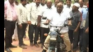 Minister Jogu Ramanna Distributed Motorbikes to Fisherman's | Adilabad | CVR News - CVRNEWSOFFICIAL