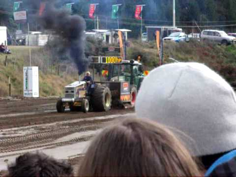 Super Mod tractor pull - mystery creek fieldays 2009